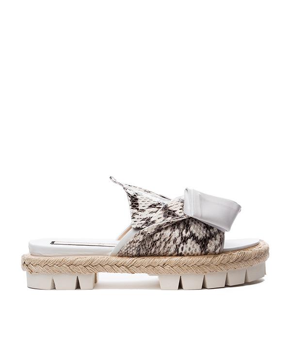 сандалии из натуральной кожи с тиснением под питона, декорированы крупным бантом артикул 8760 марки № 21 купить за 34700 руб.