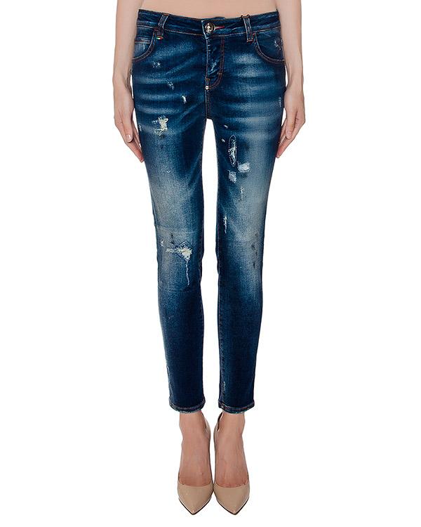 джинсы из потертого денима, дополнены бабочкой из крупных кристаллов артикул CD150595 марки PHILIPP PLEIN купить за 25600 руб.