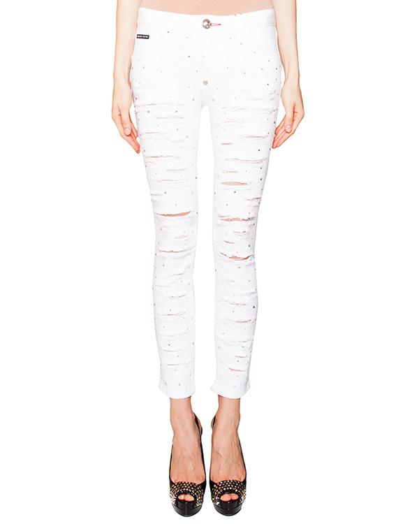 джинсы из эластичного денима, декорированы разрезами и стразами артикул CW593425 марки PHILIPP PLEIN купить за 34500 руб.
