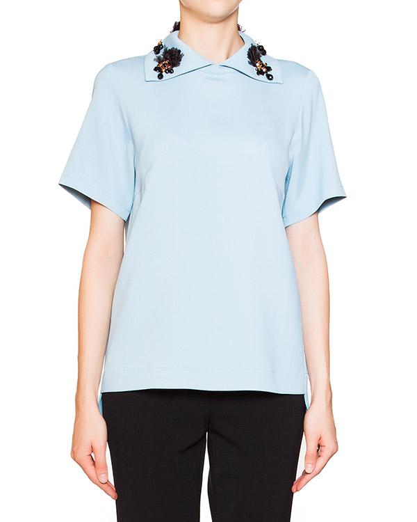 блуза из мягкого трикотажа с отложным воротником, декорирована кристаллами и перьями страуса артикул N2SG102 марки № 21 купить за 22200 руб.