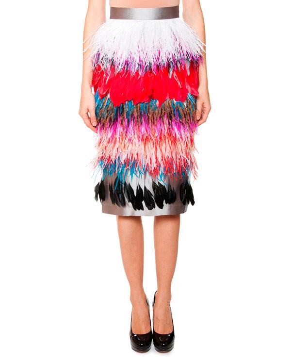 юбка из плотного шелка, декорирована разноцветными перьями страуса артикул SS1511 марки AVTANDIL купить за 24000 руб.