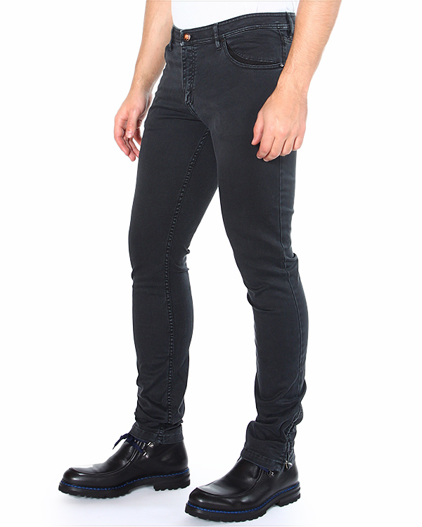 джинсы зауженного кроя, с лого бренда на заднем кармане артикул TU0131-2537 марки TOM REBL купить за 11300 руб.