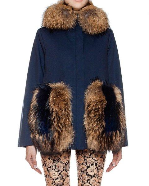 пальто из плотной ткани с отделкой из натурального меха артикул 20AAFW16 марки Ava Adore купить за 97700 руб.
