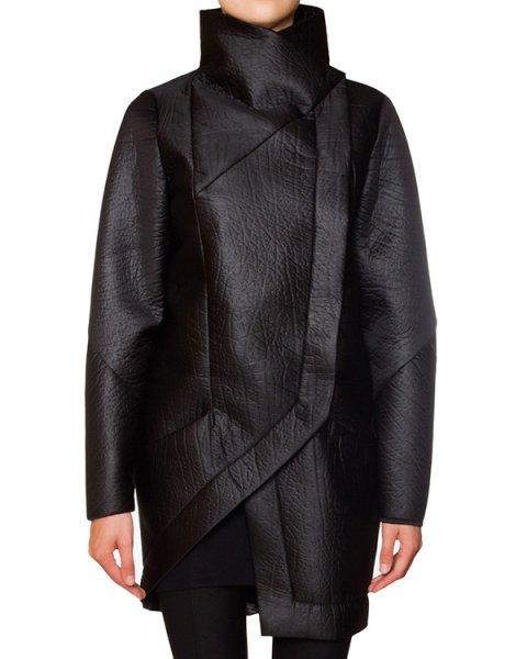 пальто асимметричного кроя из плотной фактурной ткани артикул 21HY706/2 марки ILARIA NISTRI купить за 53400 руб.