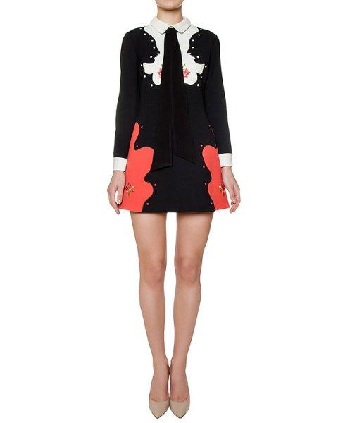 платье приталенного кроя, украшено длинными завязками и вышивкой артикул 64VP596 марки VIVETTA купить за 28900 руб.