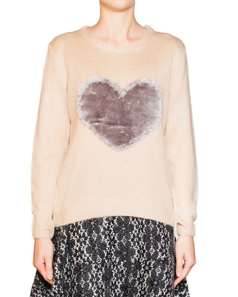 джемпер из мягкой вязаной ткани, декорирован плюшевым сердцем артикул BB47207 марки Brigitte Bardot купить за 3500 руб.