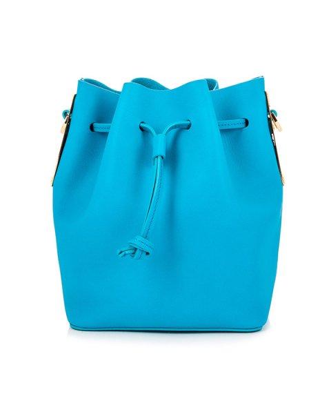 сумка из плотной матовой кожи на кулиске, дополнена металлической фурнитурой артикул BG169LE марки Sophie Hulme купить за 52400 руб.