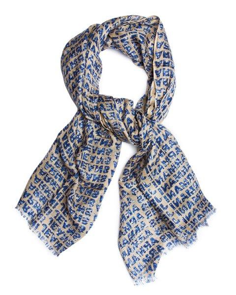 шарф из гладкой ткани с ярким рисунком, декорирован тонким кружевом артикул BW459 марки ARMANI JEANS купить за 3100 руб.