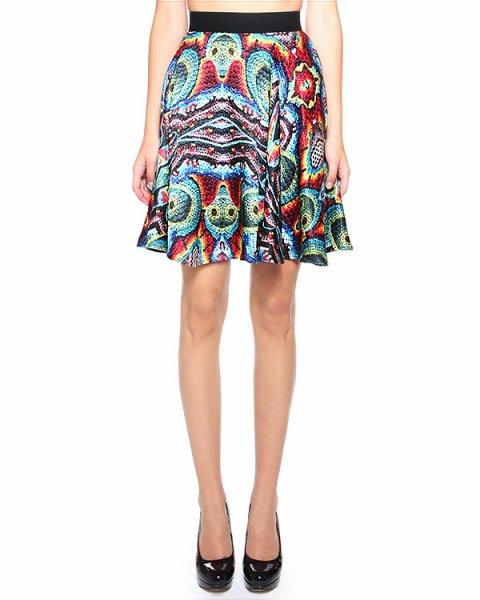 юбка с абстрактным ярким принтом, имитирующим пайетки артикул G8PERLE марки Ultra Chic купить за 9600 руб.