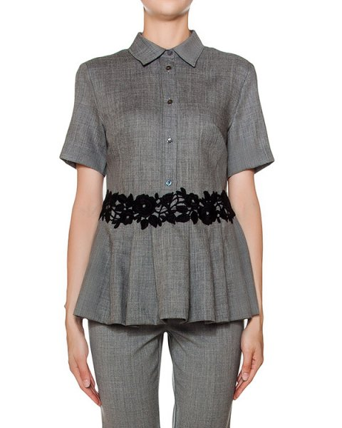 блуза приталенного кроя из мягкой вирджинской шерсти, украшена ажурной отделкой  артикул LEENA310191Z марки P.A.R.O.S.H. купить за 26600 руб.