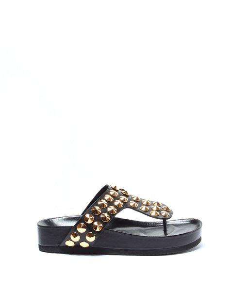 сандалии модель Flip Flop декорирована конусообразными золотистыми шипами артикул LJSX0091 марки Suecomma Bonnie купить за 14500 руб.