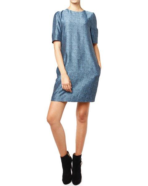 платье слегка приталенного кроя из плотной фактурной ткани, на спине декоративная складка артикул M2A06T марки EMPORIO ARMANI купить за 11100 руб.