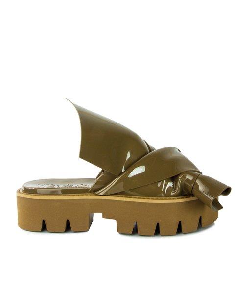 сандалии из глянцевого термопластика на тракторной подошве артикул N064 марки № 21 купить за 8800 руб.