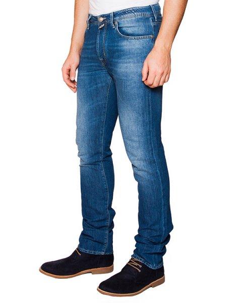 джинсы из плотного японского денима Kurabo; дополнены фирменным платком артикул PW688 марки Jacob Cohen купить за 15800 руб.