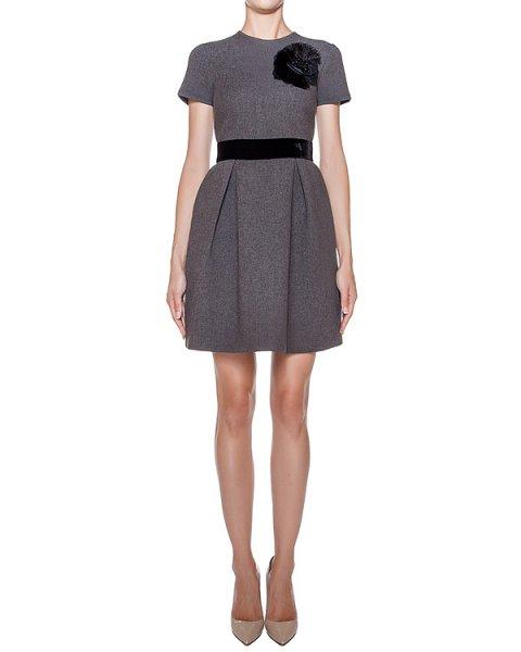 платье из плотного трикотажа, украшено нашивкой в виде цветка артикул RYAN721024Z марки P.A.R.O.S.H. купить за 27700 руб.