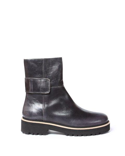 ботинки из натуральной кожи с функциональным ремешком на толстой тракторной подошве артикул S40WU0076 марки MM6 Martin Margiela купить за 21700 руб.
