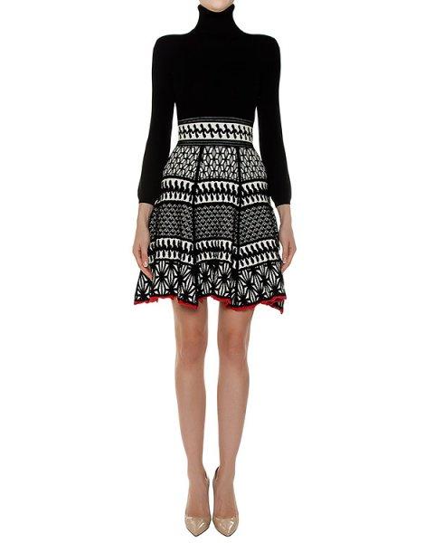 платье из плотного трикотажа с фактурным узором на юбке артикул S72CU0334 марки DSQUARED купить за 36300 руб.