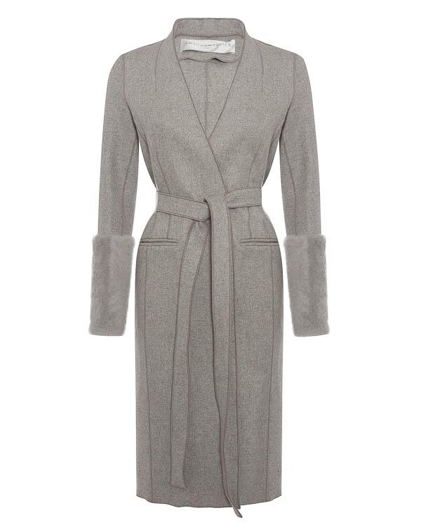 пальто из плотной шерсти с меховой отделкой рукавов артикул 1610813 марки Amanda Wakeley купить за 90400 руб.