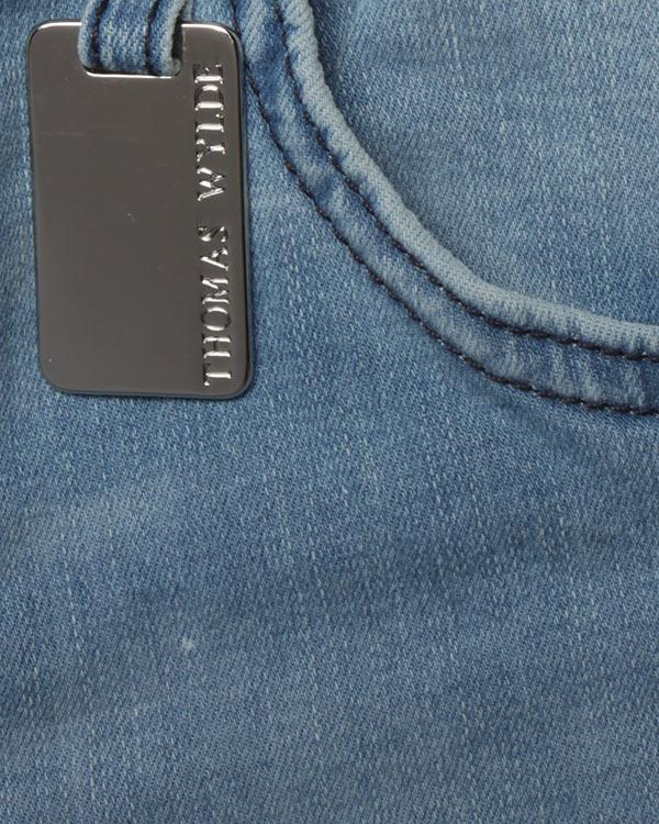 женская джинсы Thomas Wylde, сезон: лето 2017. Купить за 12700 руб. | Фото $i