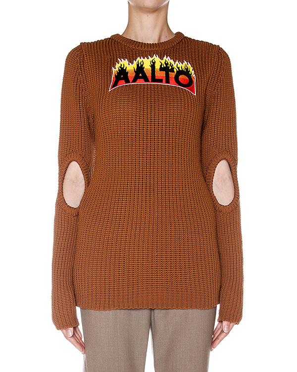 AALTO крупной вязки с вырезами на рукавах и аппликацией логотипа бренда артикул  марки AALTO купить за 6700 руб.