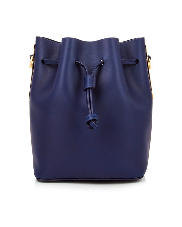 сумка из плотной матовой кожи на кулиске, дополнена металлической фурнитурой артикул BG169LE марки Sophie Hulme купить за 26200 руб.