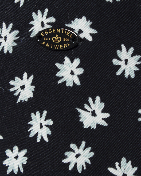 женская шорты Essentiel, сезон: лето 2015. Купить за 6300 руб. | Фото $i