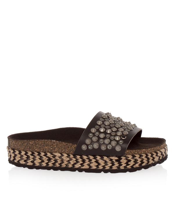 сандалии из экокожи с отделкой шипами артикул MALECONSTUDS марки TOWN купить за 14900 руб.